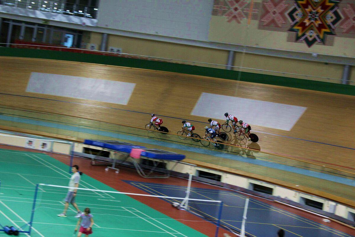 Соревнования по велоспорту на треке в кейрине.