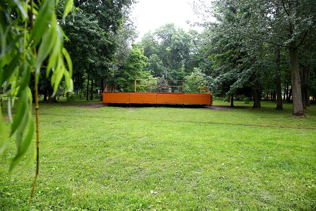 Пустая площадка, где должен был состояться фестиваль красок.