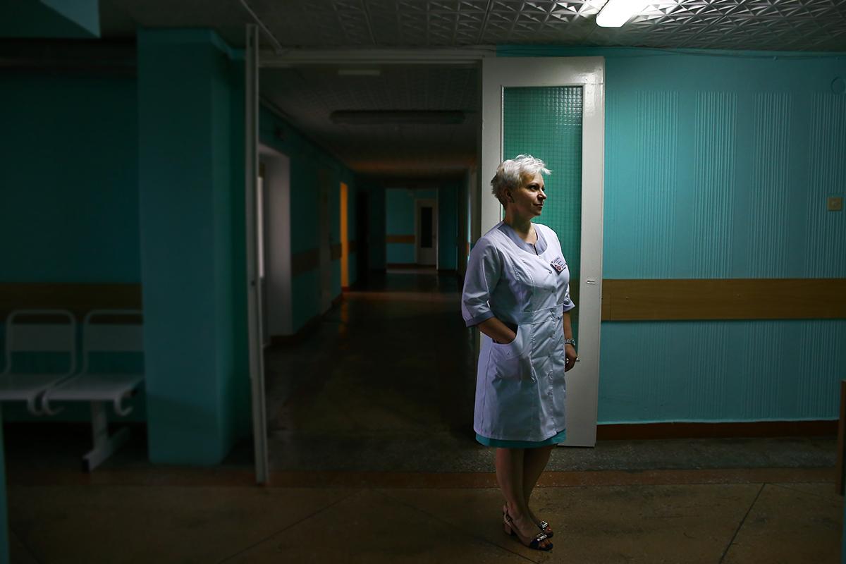 Ольга Маратканова в коридоре кардиологического отделения.