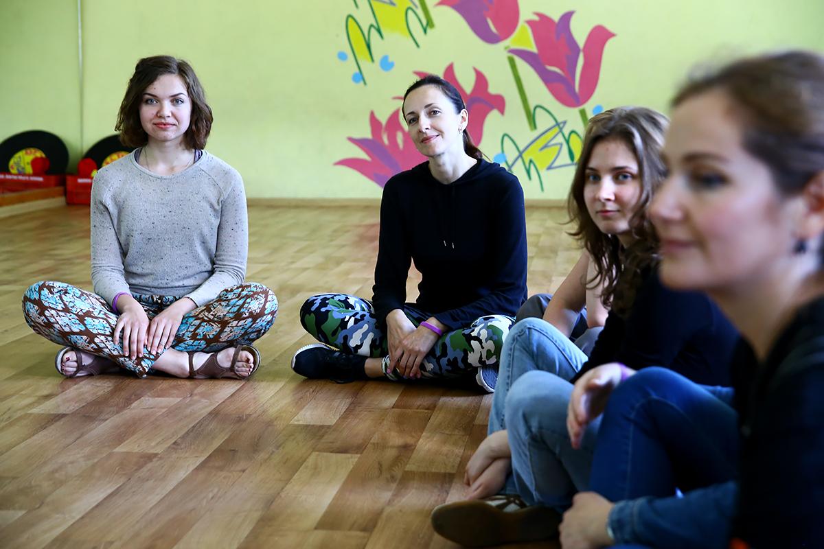 Участницы мастер-класса по театральному танцу.