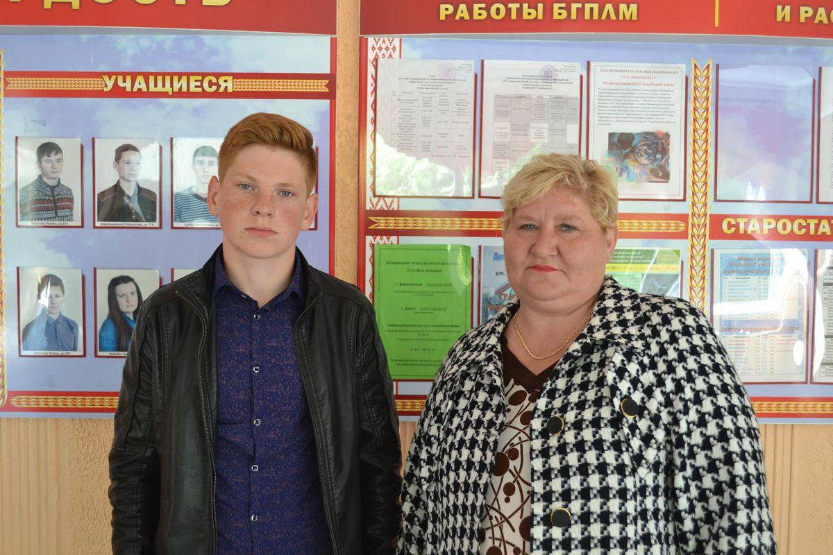Федора Бацкалевича пришла поддержать мама Людмила.