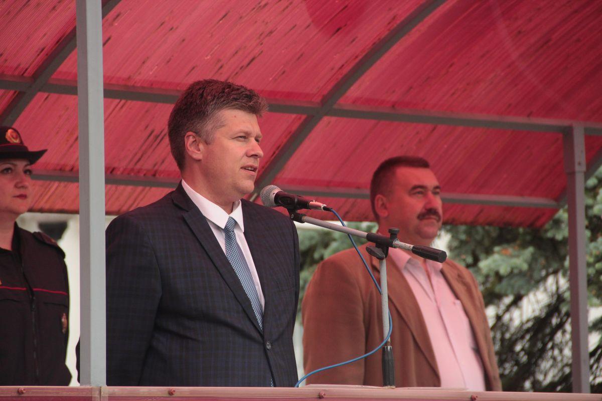 Сергей Пузиков, начальник отдела образования, спорта и туризма Барановичского горисполкома, пожелал ребятам хорошего времяпрепровождения.