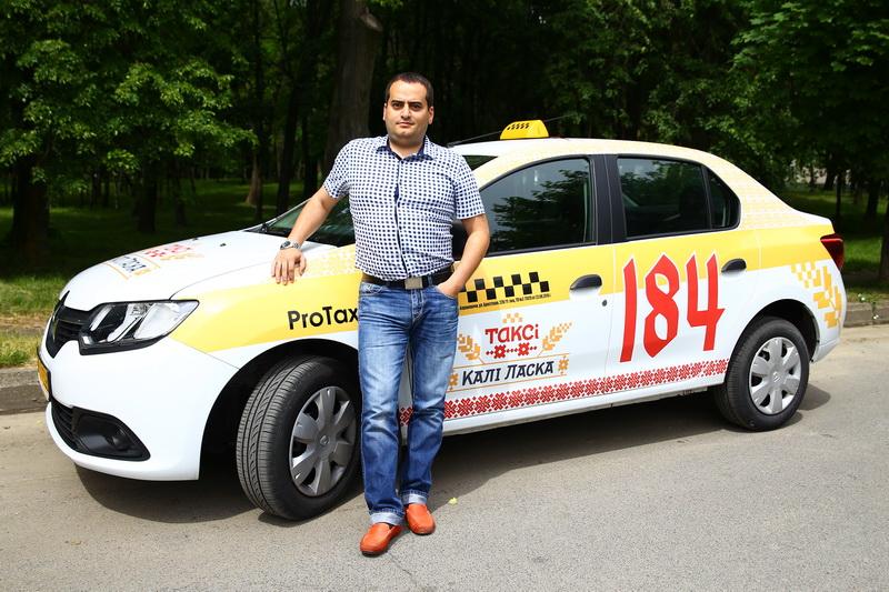 Собственную службу такси Октай Гашимов организовал четыре года назад.  Фото: Евгений ТИХАНОВИЧ