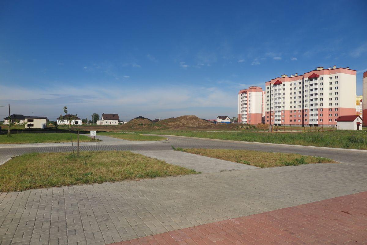 Вид на участок для строительства детского сада со стороны улицы Домейко.