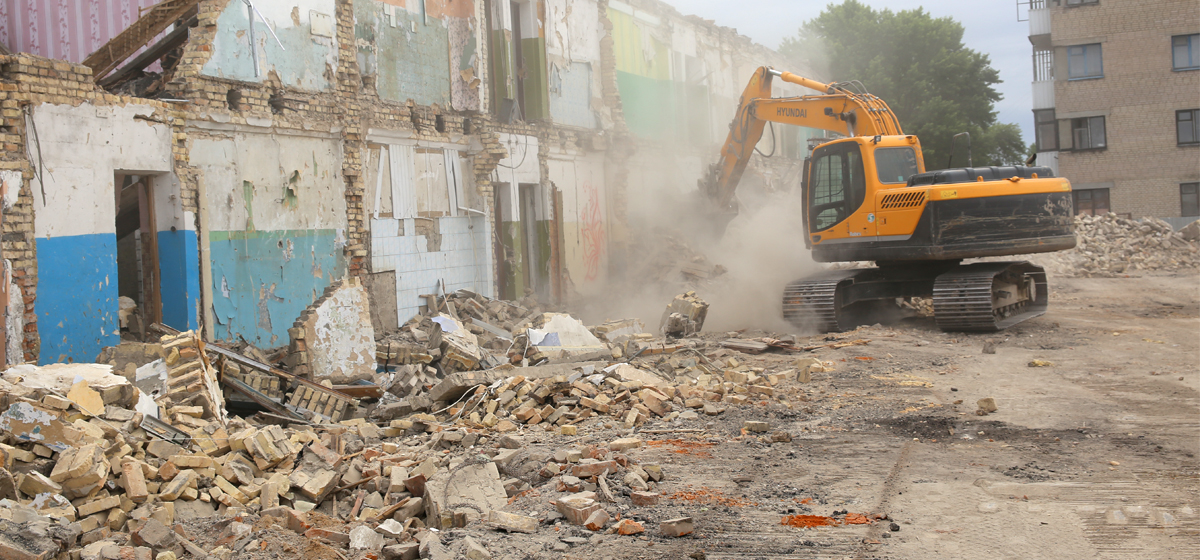Разборка здания на улице Тельмана, 23 июня. Все фото: Татьяна МАЛЕЖ