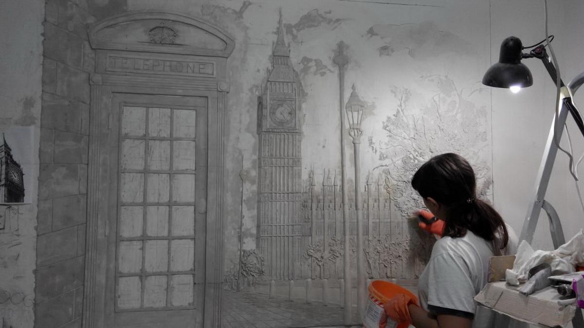 На создание одного барельефа у Анастасии Кергет уходит около недели. Фото: личный архив