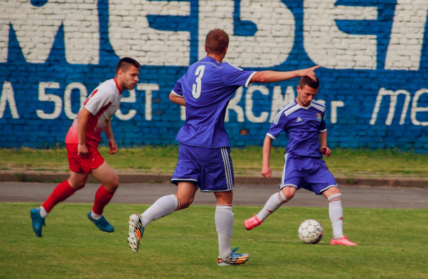 Денис Домашевич (№3) и Владислав Каборда (с мячом).
