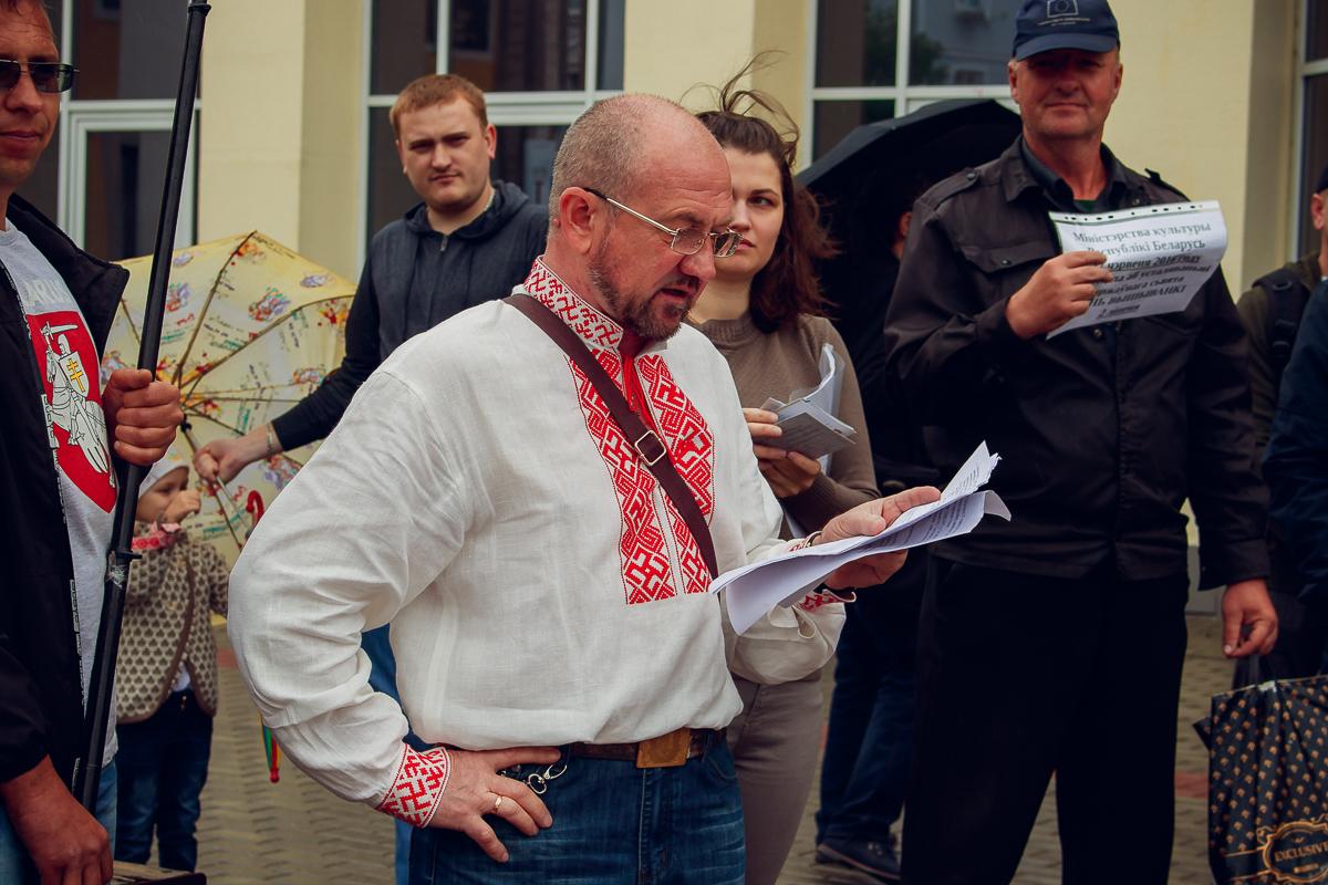 Уладзімір Гундар правёў віктарыну для ўсіх прысутных на веданне беларускай мовы.