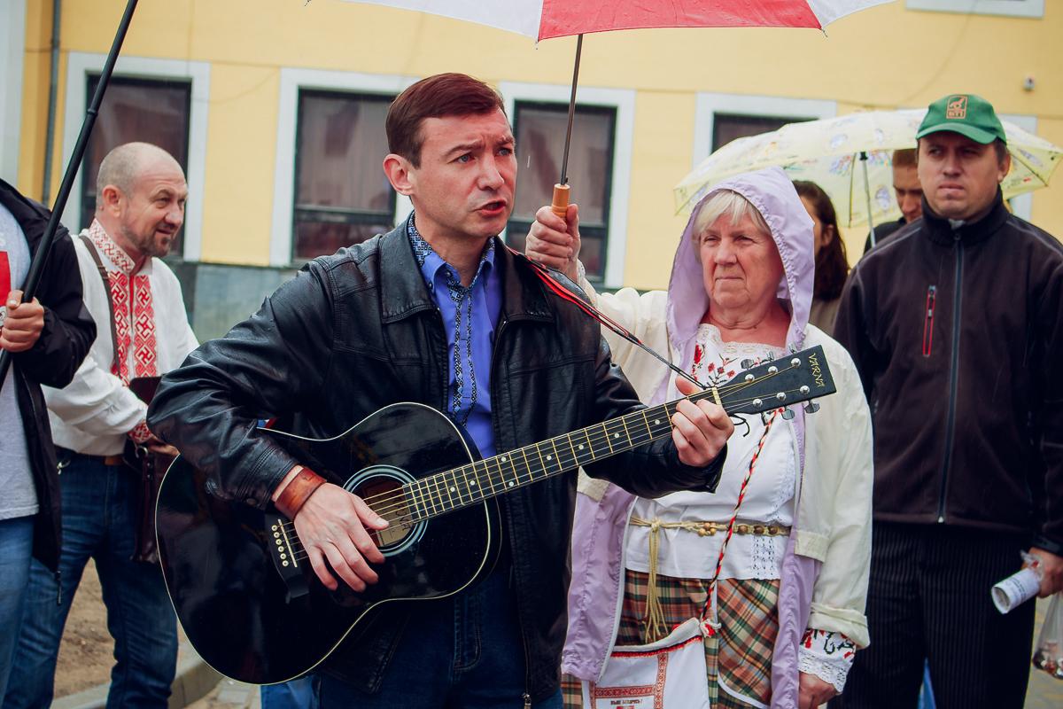 Зміцер Захарэвіч выканаў некалькі песень на беларускай мове.