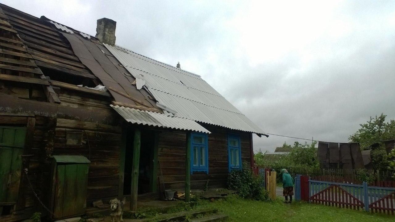 С домов сорвало крыши. Фото: Юлия Парханович