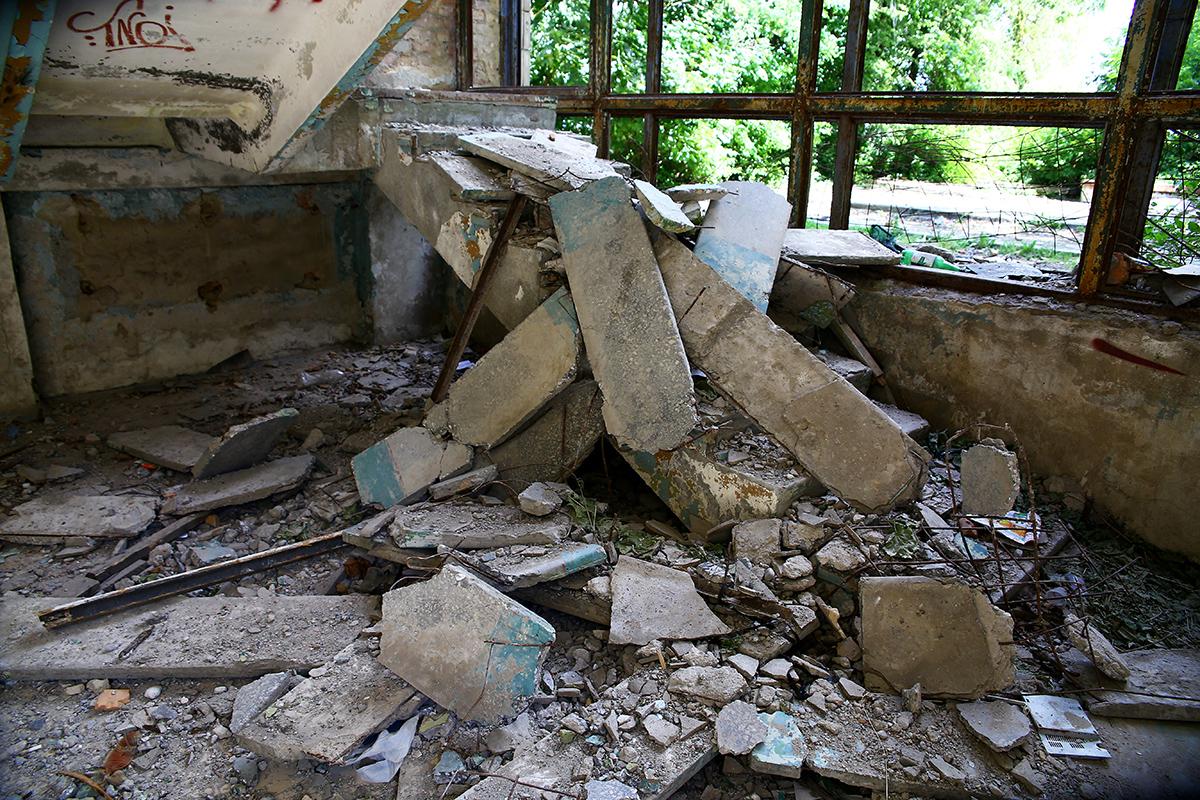Разрушенная лестница.