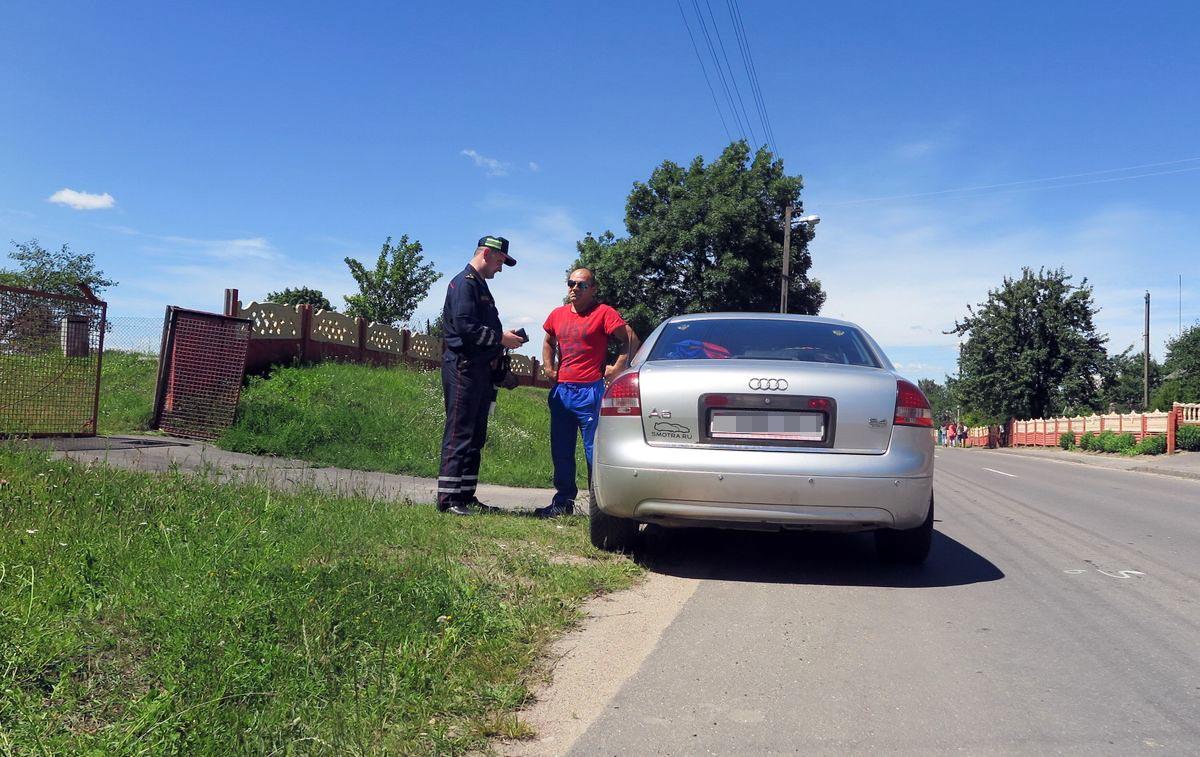 Андрей Севрюк остановил водителя, который превысил скорость. Также у него не было техосмотра.