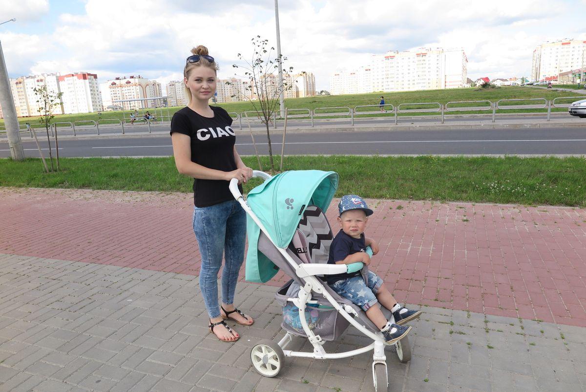Анжелика Иванко с сыном Тимофеем. Фото: Наталья СОЛОМЯНКО