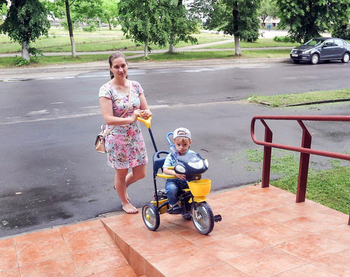 Надежда Аполоник с сыном Даником. Фото: Наталья СОЛОМЯНКО