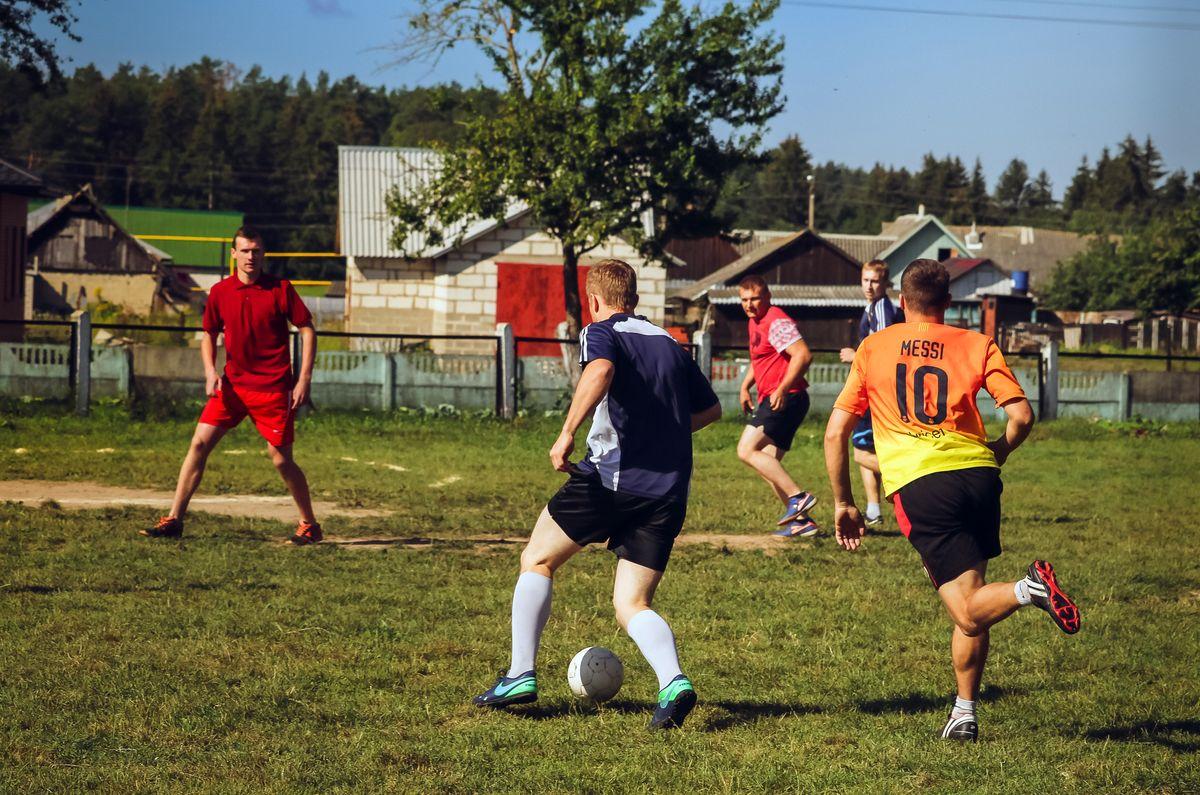 Главное для организатора, чтобы футболистам нравилось играть и бороться за кубок. Все фото: Александр ЧЕРНЫЙ
