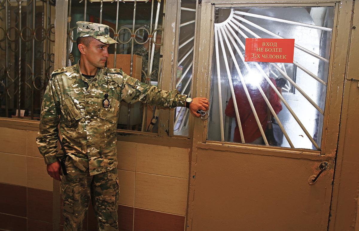 Вход в режимную зону для работников СИЗО.