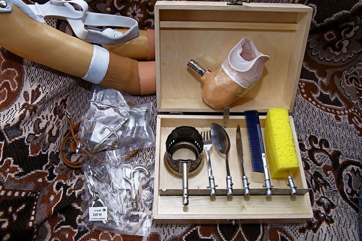 Набор инструментов для самообслуживания. Насадки крепятся к рабочему протезу.