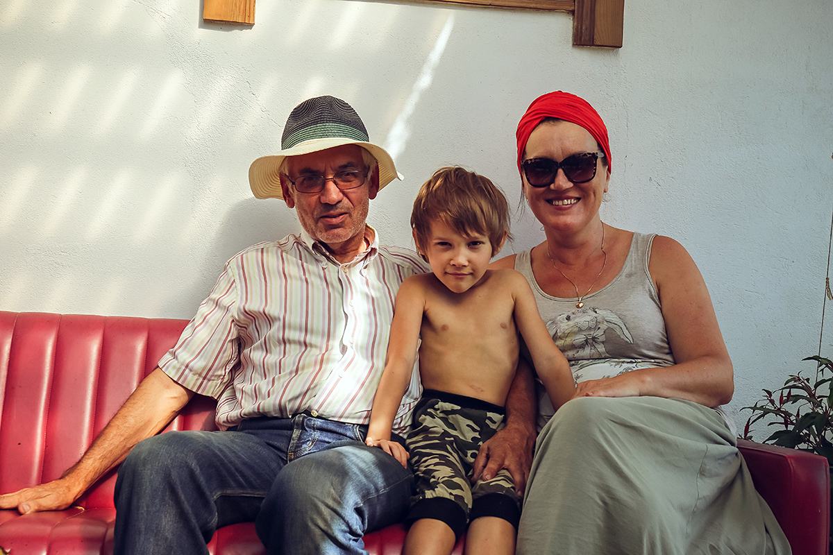 Юрий и Нина Шарец с сыном Давидом.