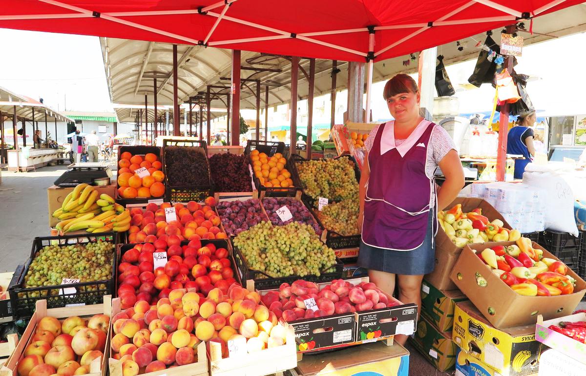 Вероника Панасеня больше 10 лет торгует фруктами.
