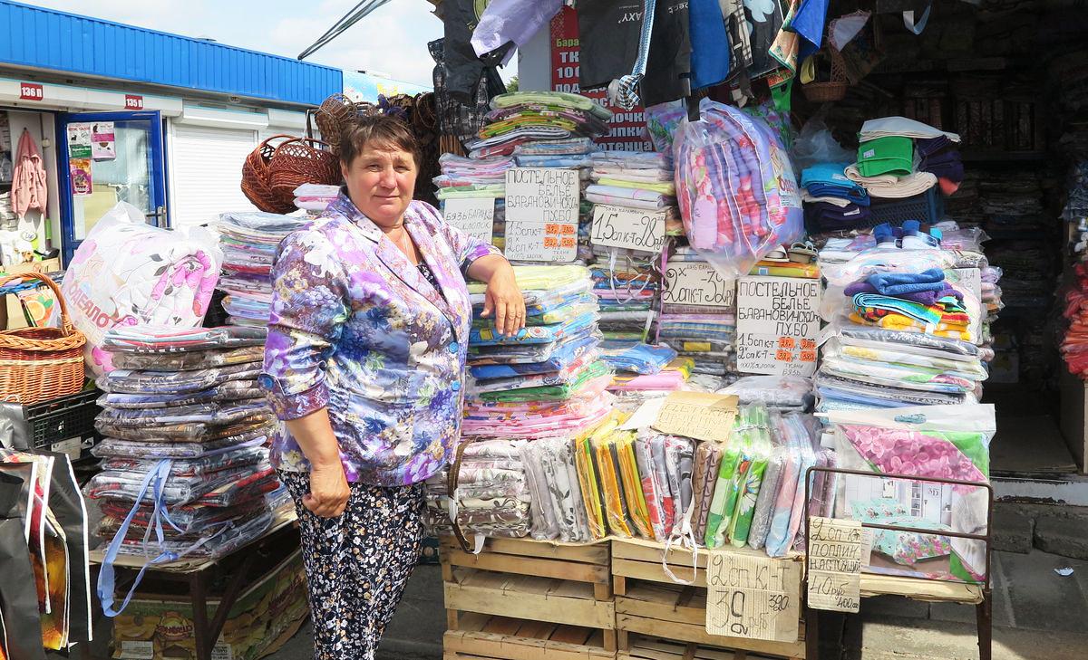 Валентина Михайловна около 20 лет торгует на рынке.
