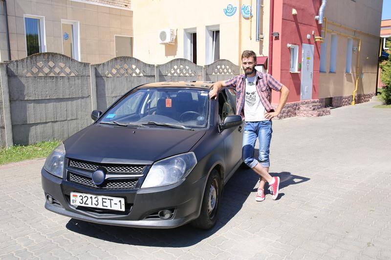 Игорь  Никулин – владелец автомобиля Geely МК.  Фото: Татьяна  МАЛЕЖ