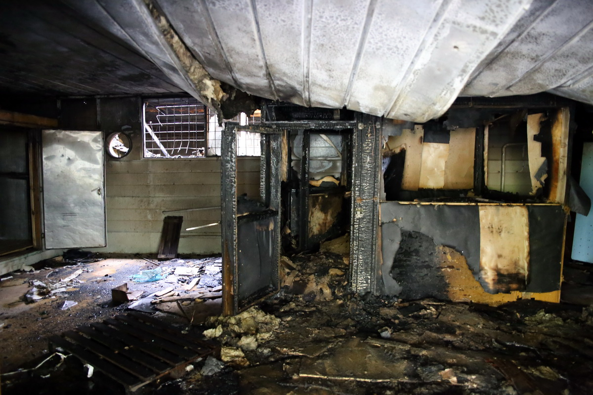 Подсобное помещение магазина, где началось возгорание.
