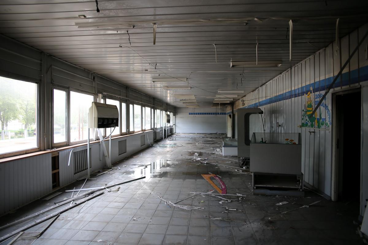 Торговый зал пустующего магазина огнем поврежден не был.