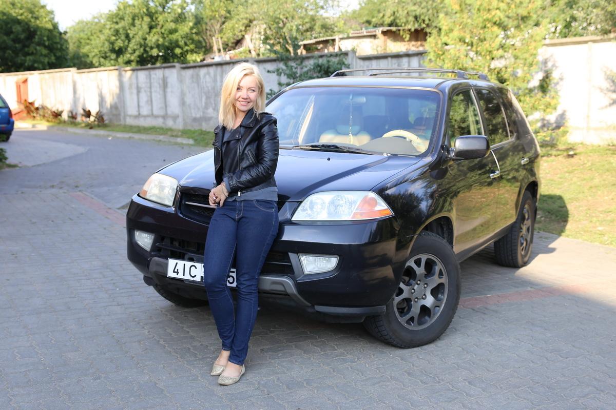 Ирина Мозговая - владелица автомобиля Acura MDX. Фото: Татьяна МАЛЕЖ