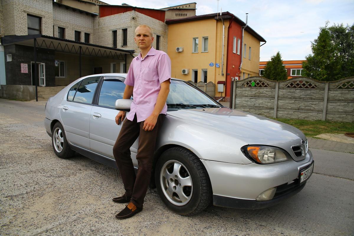 Владелец Nissan Primera Валерий Кукета. Фото: Евгений ТИХАНОВИЧ