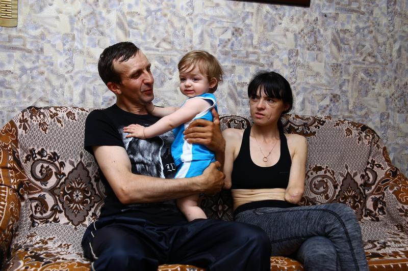 После рождения Богдана супруги Лимоновы все реже вспоминают день, когда Алена потеряла обе руки. Все фото: Евгений ТИХАНОВИЧ