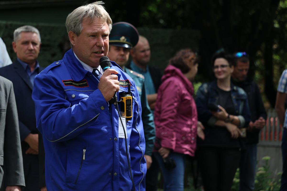 Сергей Патрикеев, начальник Республиканской водолазно-спасательной службы, поприветствовал участников соревнований.