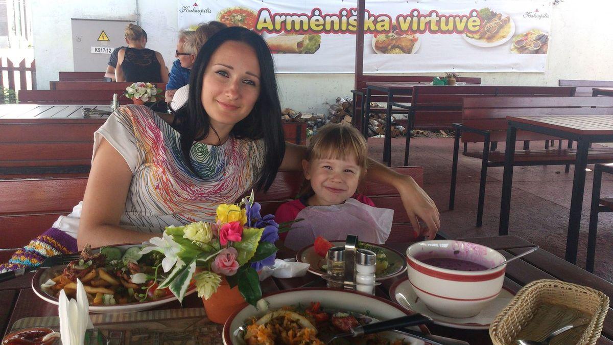 Ирина со своей дочерью Алиной в Клайпеде (Литва) в 2014 году. Фото: архив Ирины ПОТОЦКОЙ