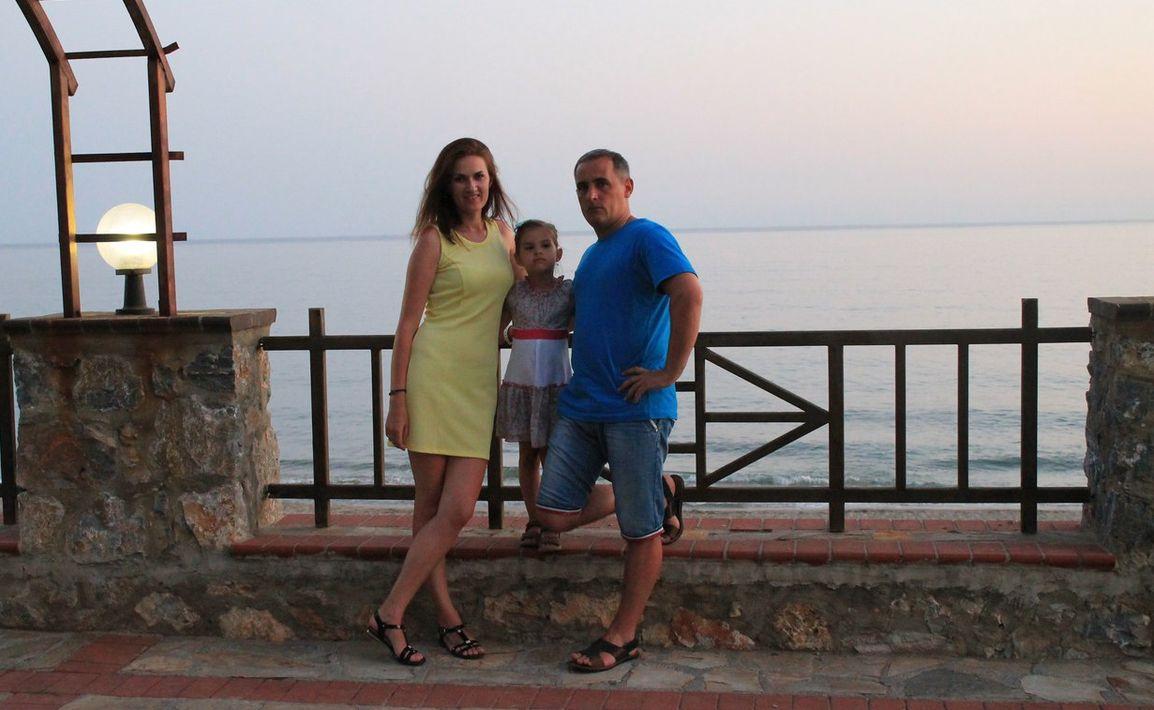 Яна Витко с мужем Сергеем и  дочерью Алисой на отдыхе в Турции в 2017 году. Фото: архив Яны ВИТКО