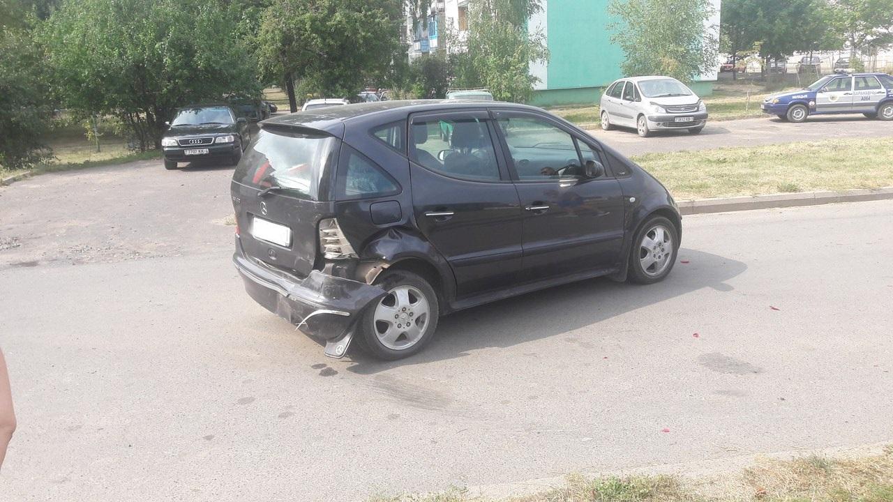 Автомобиль, в который врезался Mercedes Benz.