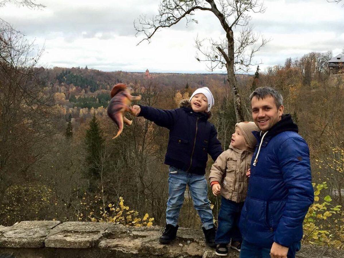 Вениамин с сыновьями во время поездки в Латвию в 2016 году. Фото: архив Юлии ЗАХАРЕНКО-СТУДЕНИЧНИК