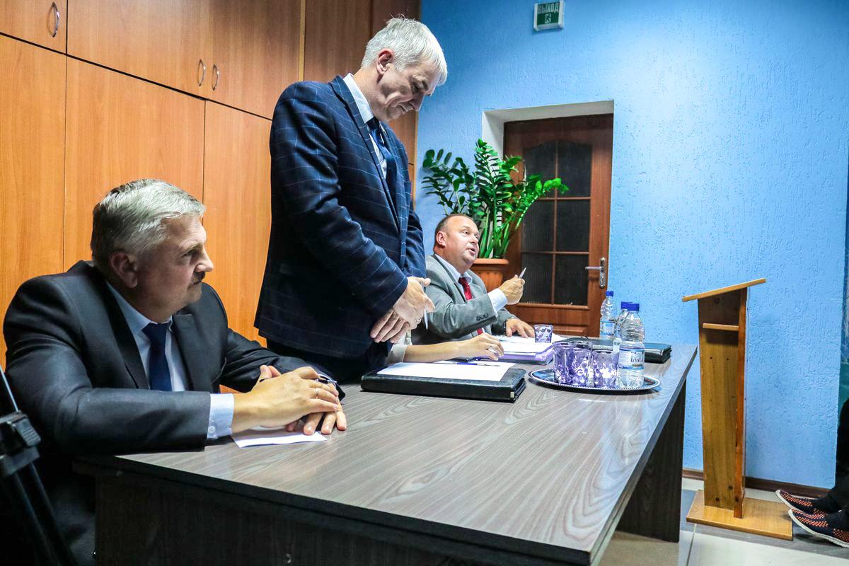 Больше всего вопросов у горожан возникло к Василию Романовскому, главному врачу УЗ «Барановичская центральная поликлиника».