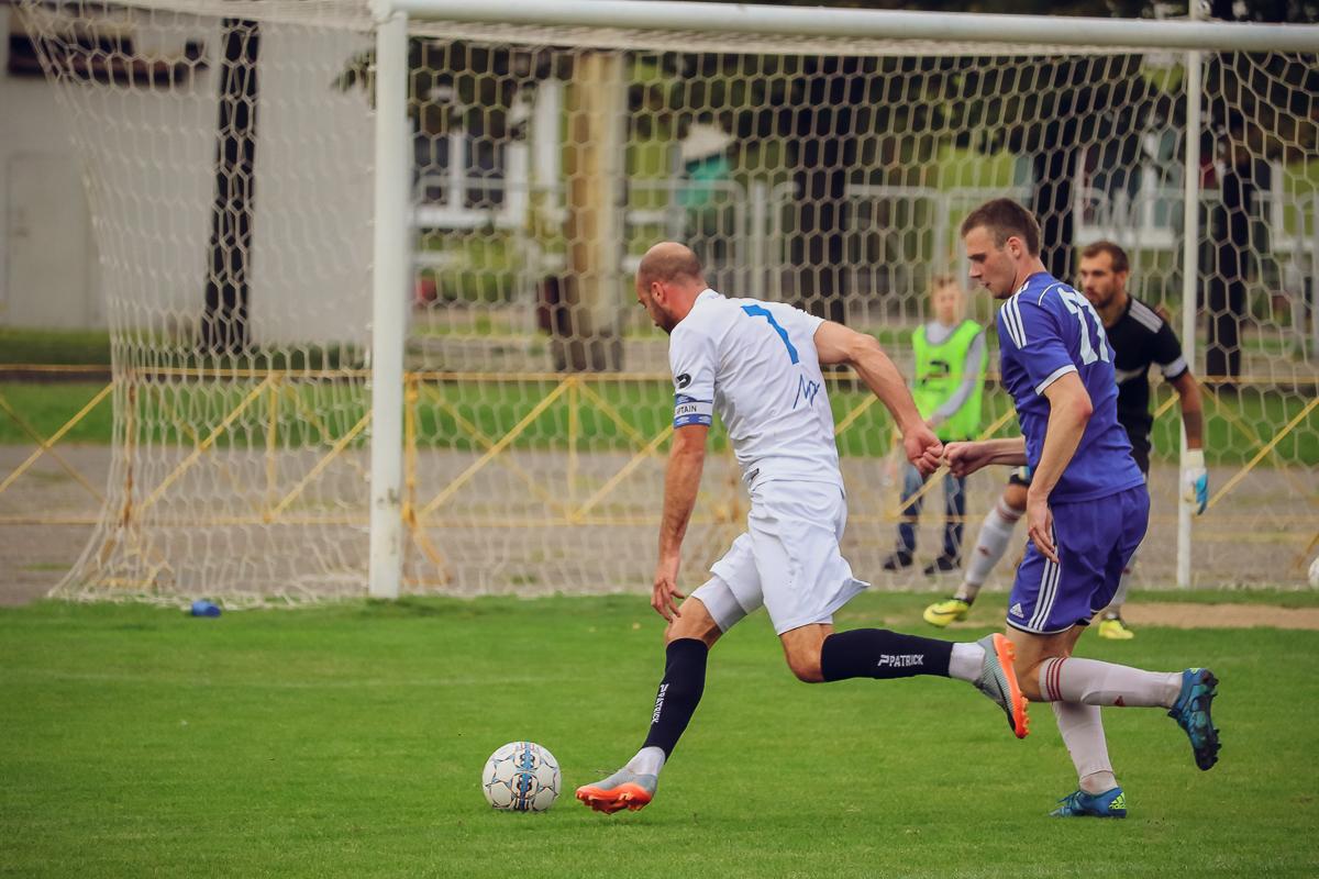 Юрий Козлов (№7) и Артем Рапейко (№21, справа).