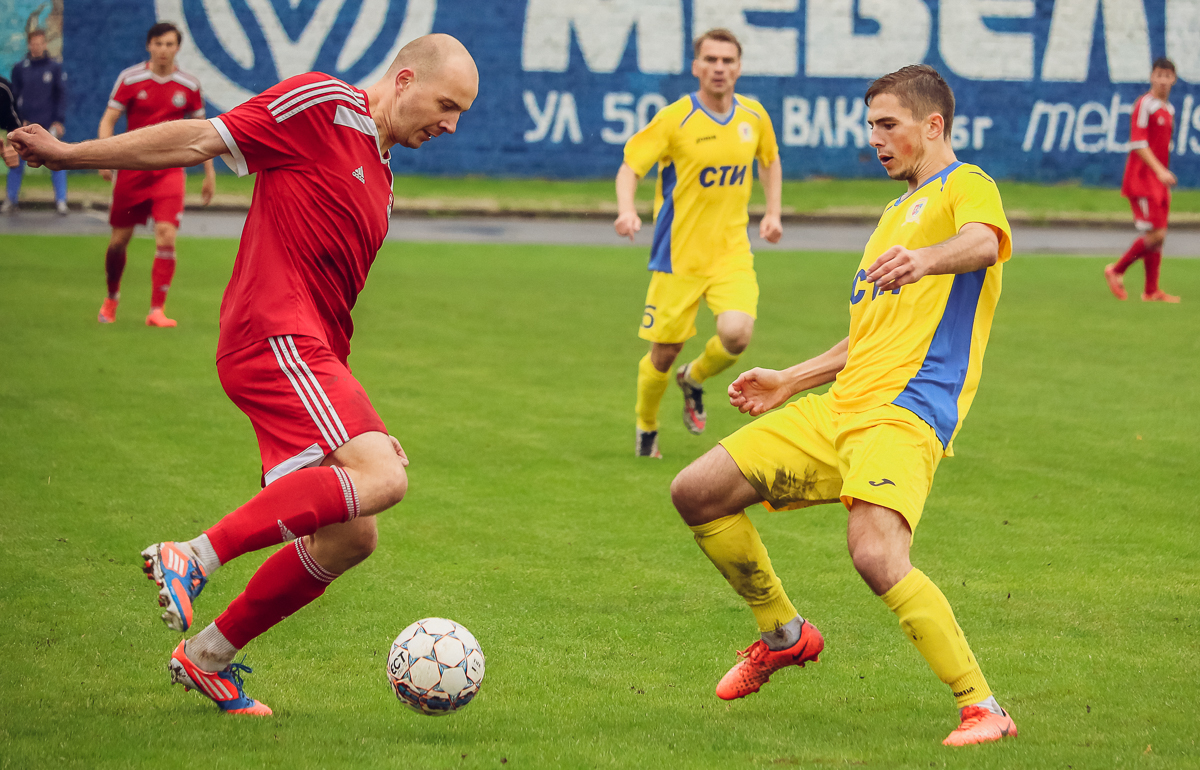 С мячом – Кирилл Шрейтор.