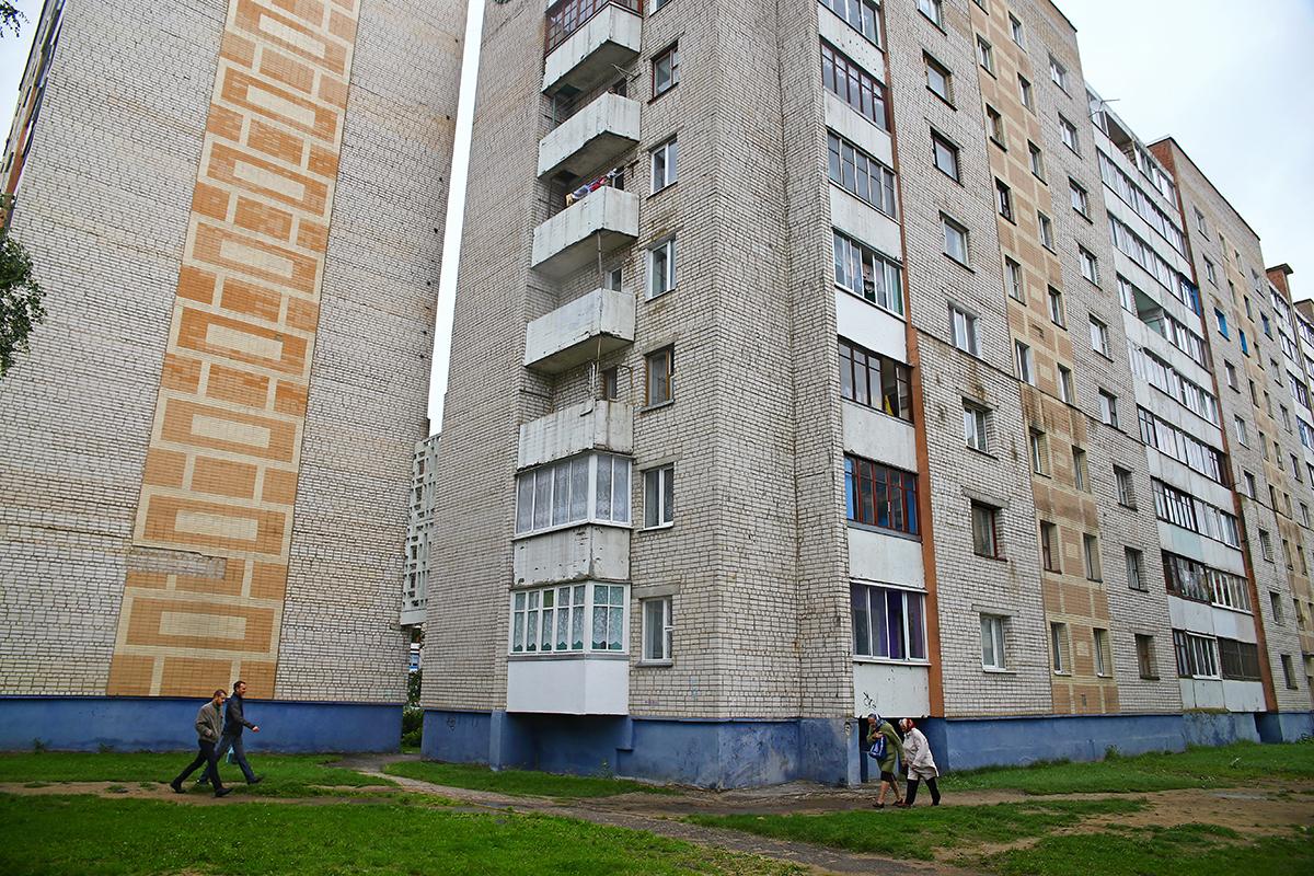 Девятиэтажные дома на улице Парковой. Фото: Евгений ТИХАНОВИЧ