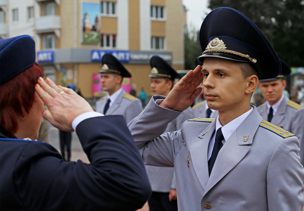 Владислав Демчук принимает присягу.