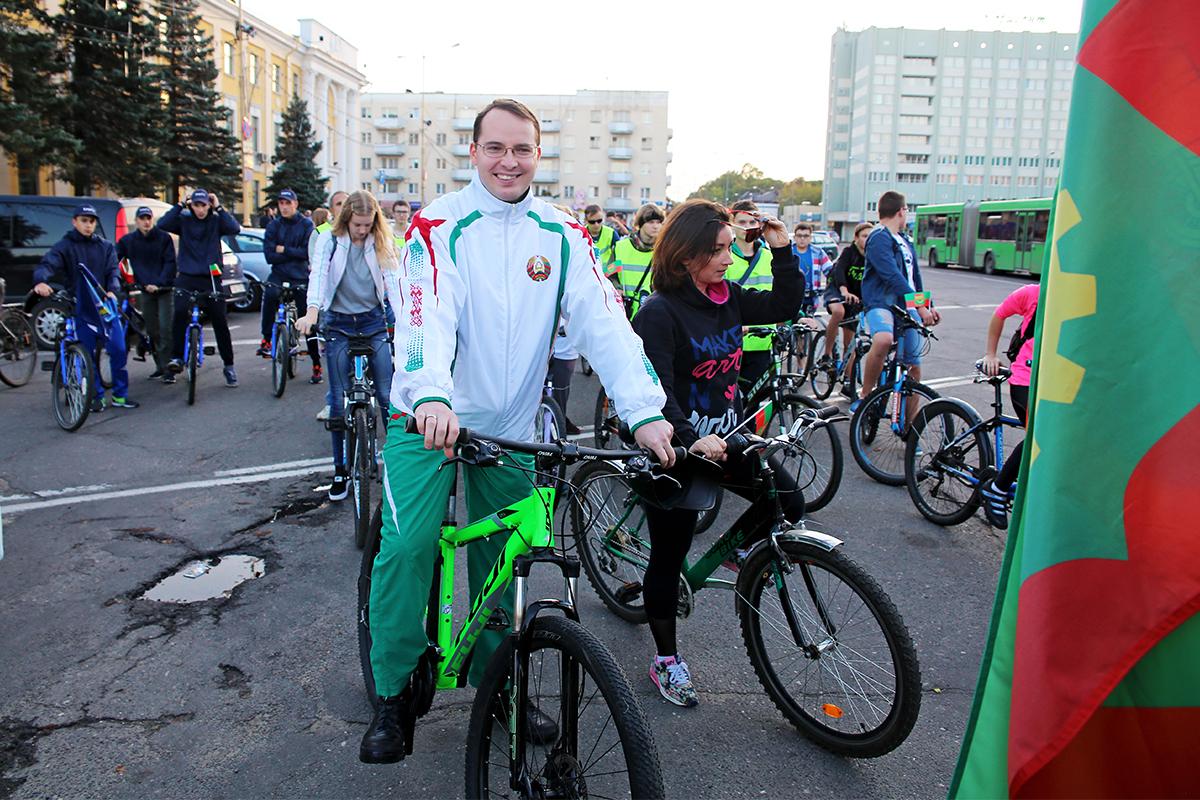 Во главе колонны был заместитель председателя Барановичского горисполкома Алексей Гарбуз.