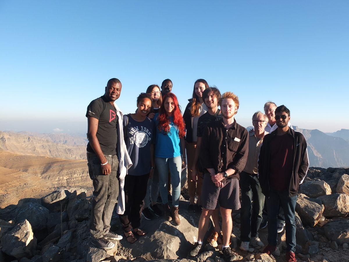 Алена (шестая слева) с группой во время поездки в Оман.