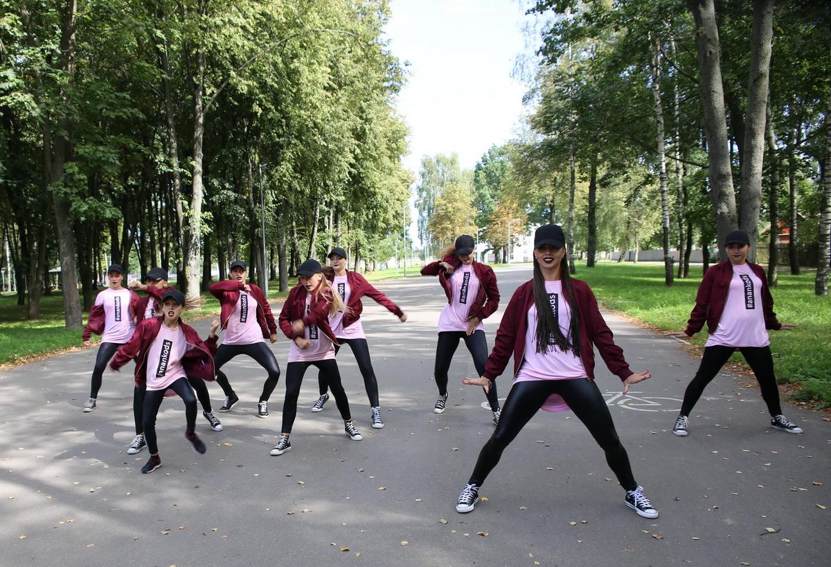 Танцоры ANANKO DANCE SCHOOL в парке «Натхнёныя Перамогай» поддержали участников акции в помощь детям.