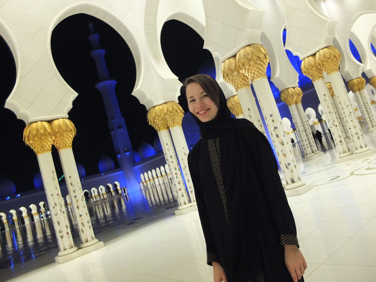 Алена в мечети шейха Зайда.