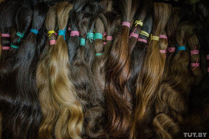 Стоимость волос, в том числе, зависит от их цвета: чем светлее, тем дороже. Фото: TUT.BY.