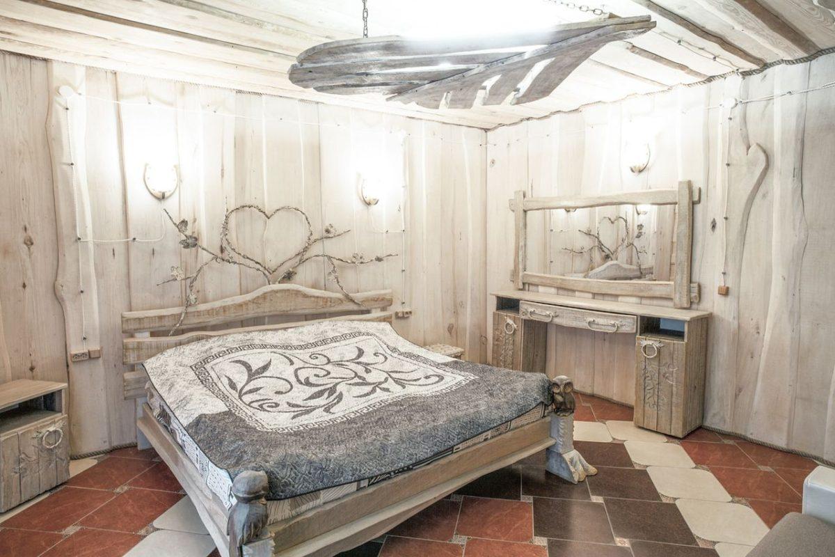 Кровать, на которой спал Филипп Киркоров. Фото: личный архив Елизаветы Гамезы
