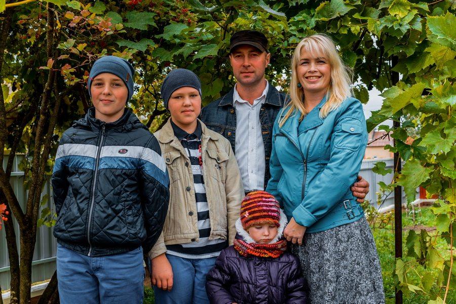 Юлия и Андрей Шарец, считают, что дети - главное богатство. Фото: Александр ЧЕРНЫЙ