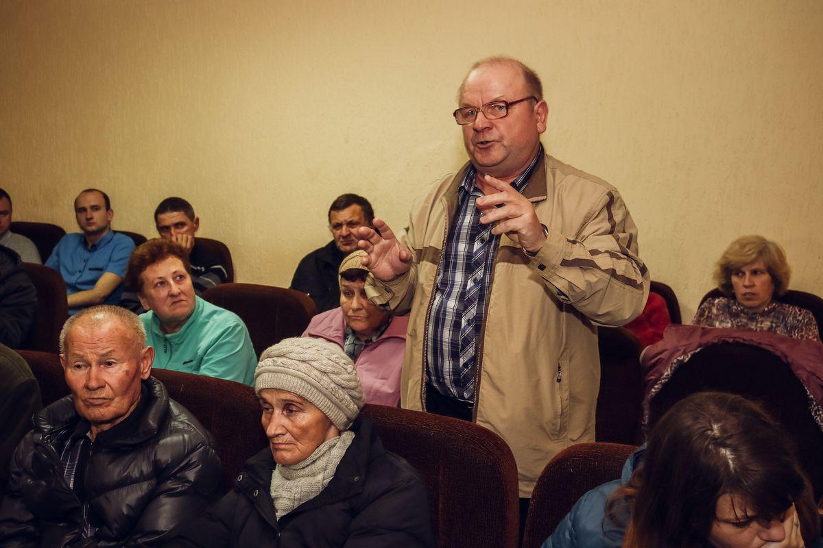 Жители Северного микрорайона на встрече с председателем горсовета депутатов.