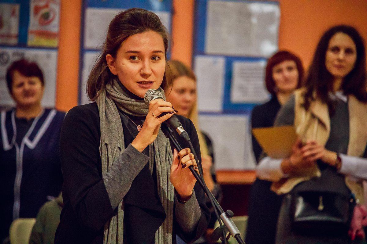 Главный судья соревнований Любовь Черкашина вдохновила своей речью маленьких гимнасток.