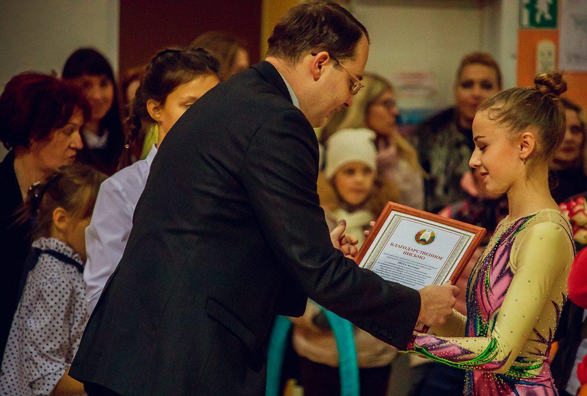 Вручение призов победительницам 9-х Европейских соревнований по акробатике.